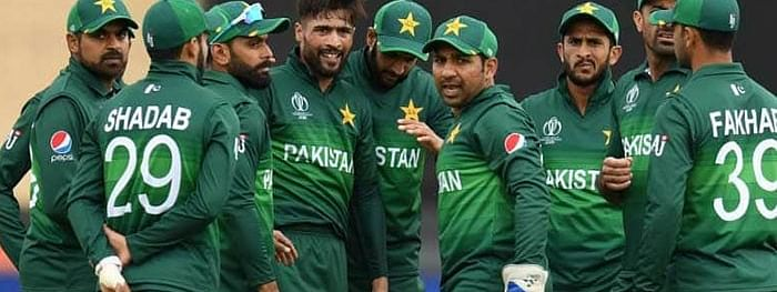 Pakistan announce contracts, Hafeez and Malik left out
