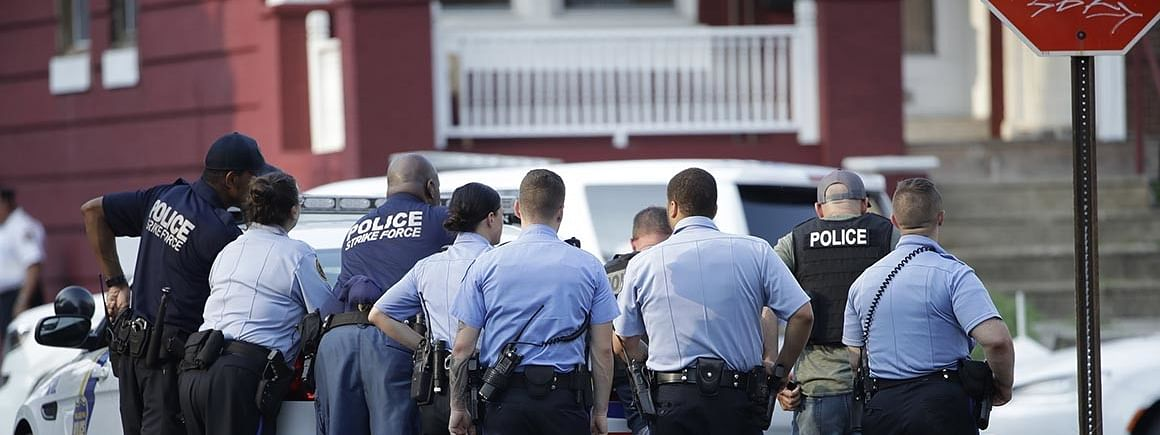 Six police officers wounded in shooting in Philadelphia