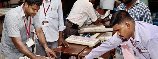 Vellore: 4 lakh votes counted; A.C. Shanmugam leads over 8,000 votes