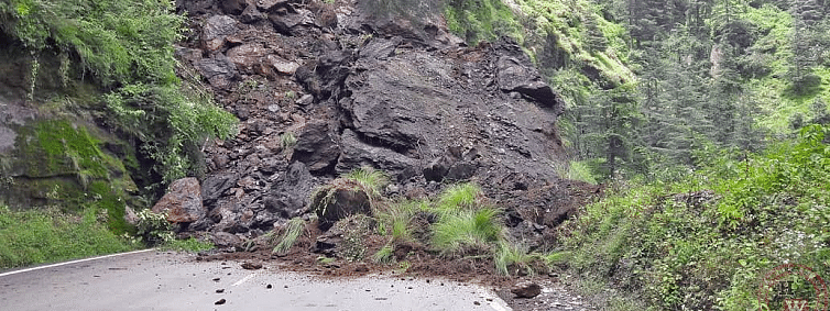 NH-3 & 5, 400 roads affected by landslides in Himachal