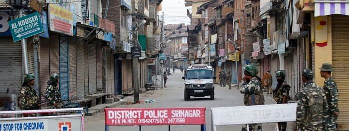 Uneasy calm prevails: life remains paralysed for 21st day in Kashmir