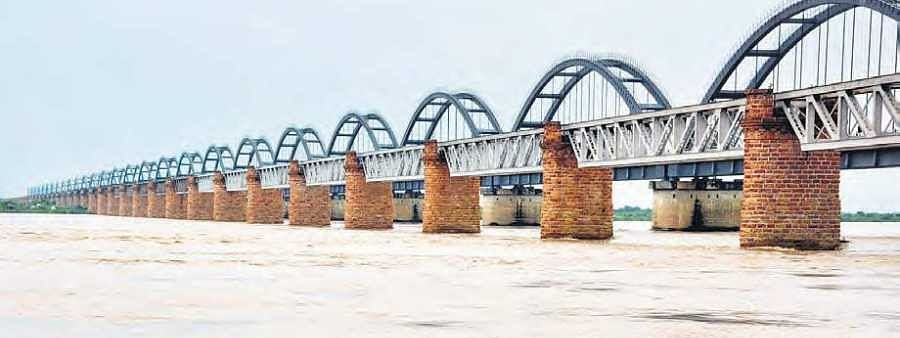 Godavari river continues to rise, 22 villages face inundation threat