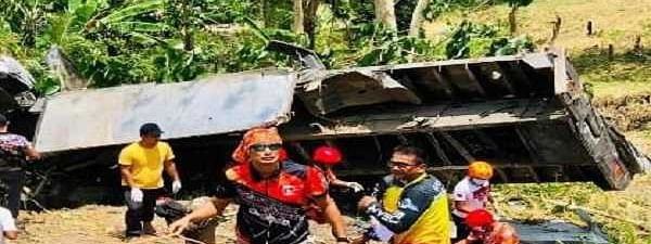 20 killed after truck plunges off cliff in Philippines
