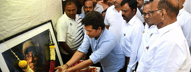 Sachin pays heartfelt tribute to his late coach Ramakant Achrekar