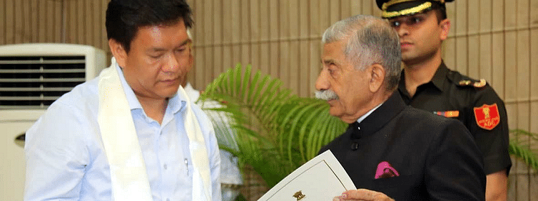 Khandu meets Guv, discusses developmental issues