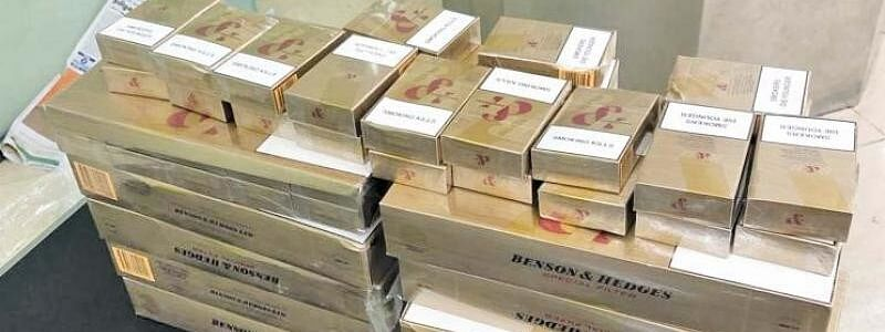 Foreign Cigarettes worth Rs 54 lakhs seized and one person arrested by Customs