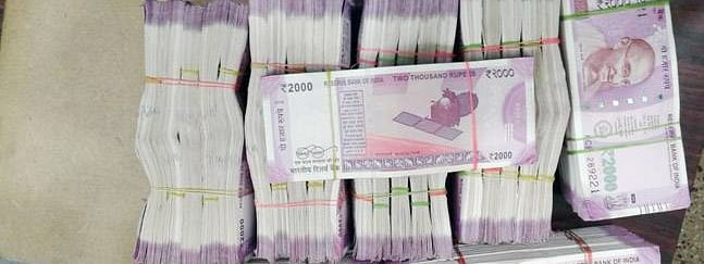 Rs 1 cr seized from vehicle in poll-bound Mah