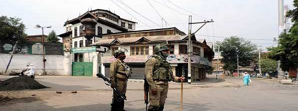 Security forces on alert, shutdown continues on 52nd day in Kashmir