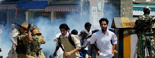 Youth injured in clashes with SF in Srinagar, dies