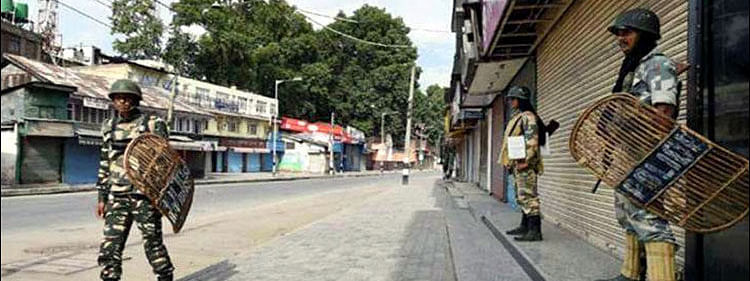 Life remains crippled for 42nd day in Kashmir