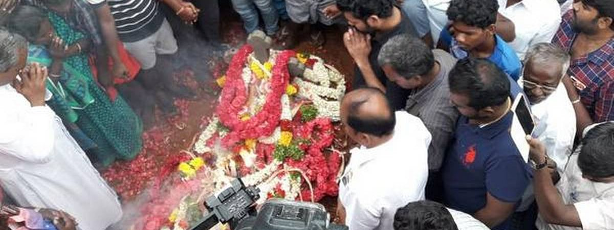 Sujith buried hours after recovery from the borewell