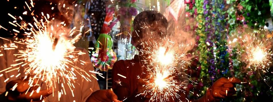 Scuffle over firecrackers in Lucknow