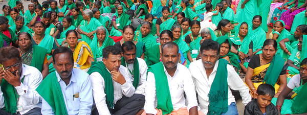 K'taka farmers protest against Centre over free trade pact