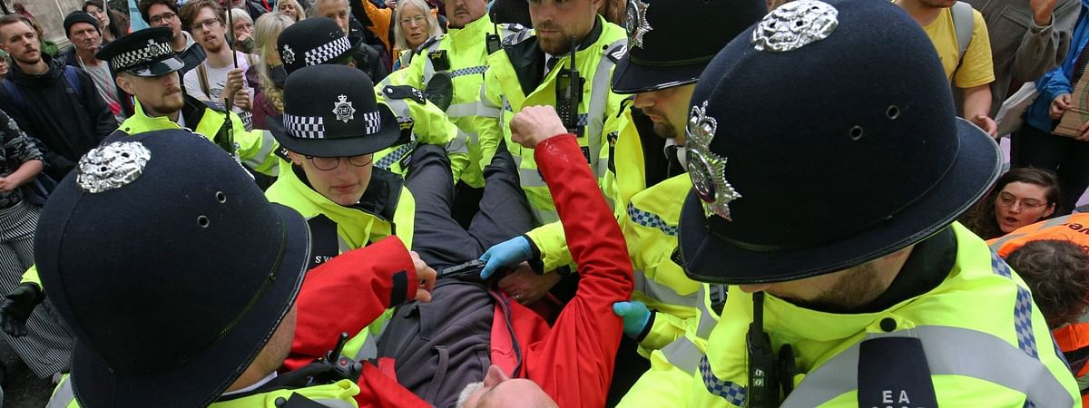 Extinction Rebellion: London Police arrest almost 500 protesters