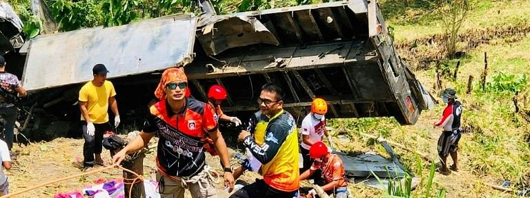 Philippines: 19 killed, 22 injured as truck plunges into ravine