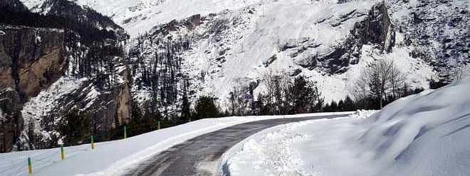 Rohtang snow blocks traffic