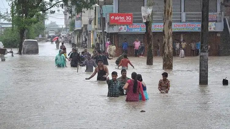 Flood relief: Cong sees red in MP