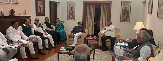 Congress leaders meet Sharad Pawar to finalise Maharashtra alliance