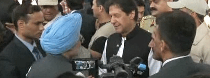 Indian team enters Pak border, Imran meets Manmohan