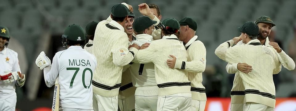 Australia win by innings and 48 runs; sweep series against Pakistan 2-0