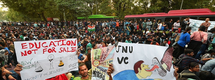 JNU fee hike: Teachers, students stage protest in front of Shastri Bhawan