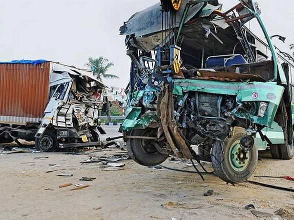 One killed, seven injured in collision of two lorries