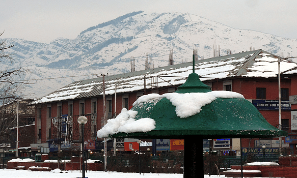 Chill continues in Kashmir: Drass coldest at minus 24.1, Gulmarg freezes at minus 11
