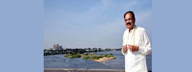 VP gets down from car, enjoys beauty of Cauvery in full flow
