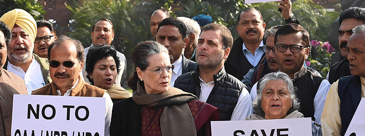 Sonia Gandhi leads Oppn protest in Parliament complex