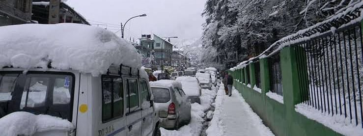 Most Shimla roads snow-bound, efforts on for restoration