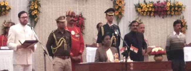 Cabinet Expansion: 5 from JMM & 2 from Congress take oath