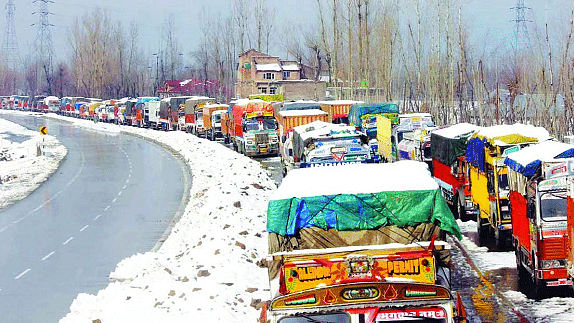 One-way traffic resumes, vehicles to ply from Srinagar to Jammu
