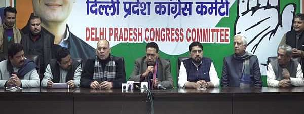 AAP Councillor Rakesh Kumar joins Congress