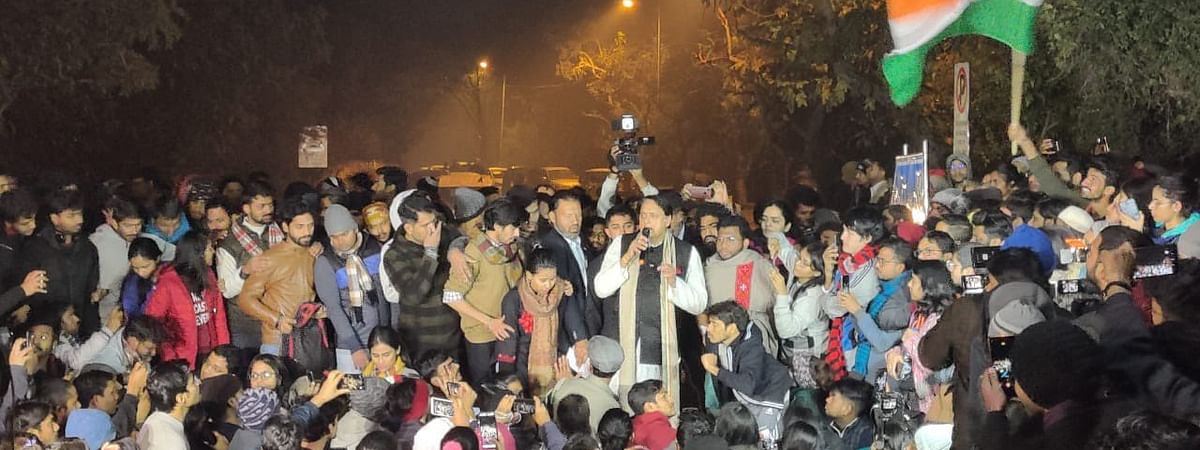 Shaheen Bagh protest gets growing; Tharoor lends support