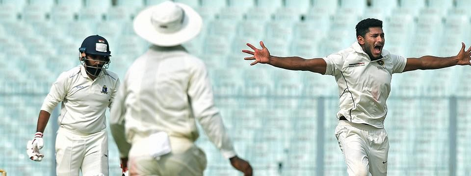Bengal bowlers restrict Delhi to 192/6 as visitors trail by 126 runs in 1st Innings