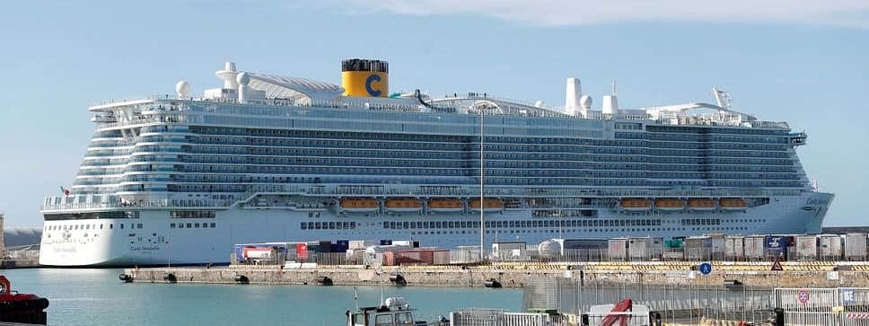 6,000 passengers trapped on cruise ship in Italy over coronavirus fears