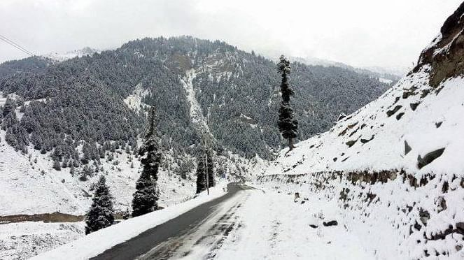 Road to Karnah reopens; border towns remain cutoff