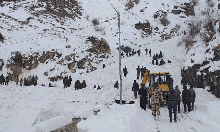 Soldier dies, 5 rescued after snow avalanche hit post in Kupwara