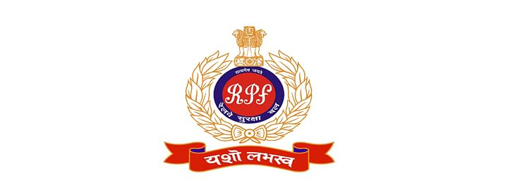Gold in paste form seized by RPF personnel from 2 passengers