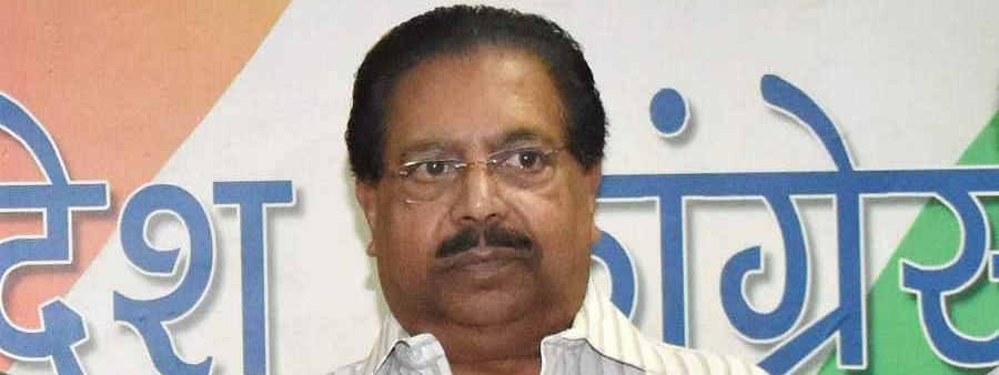 Sonia congrats Kejriwal, differences emerge in Cong day after poll debacle, Chacko resigns