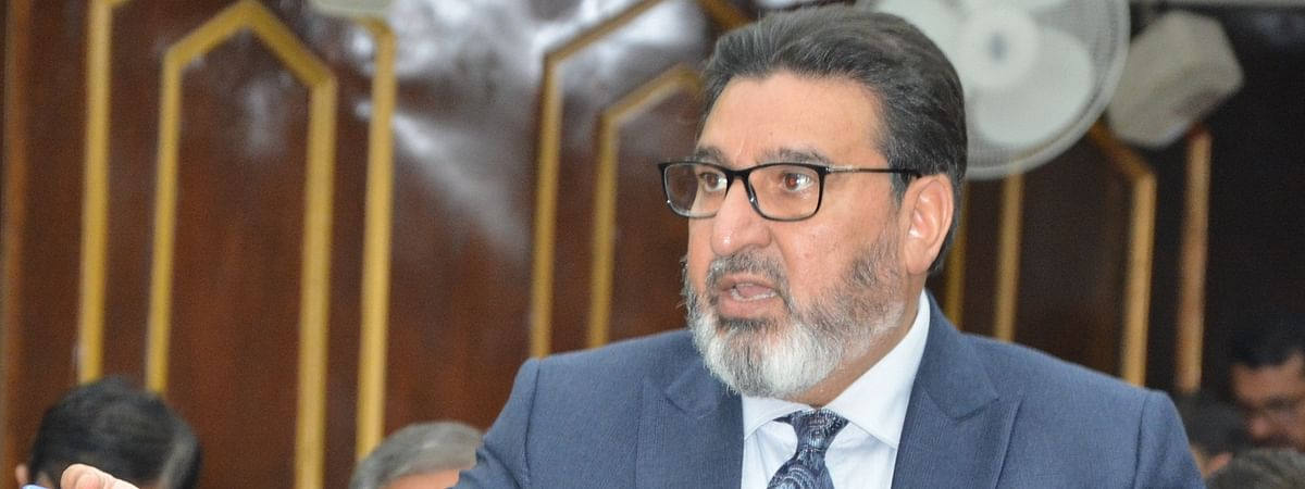 Bukhari urges Centre for speedy construction of bunkers in left out areas of J&K