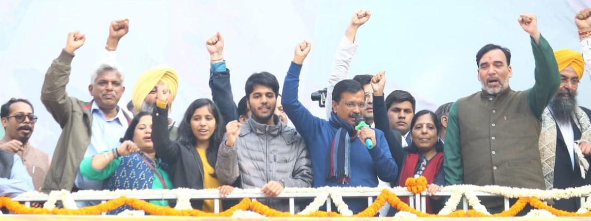 Oppn leaders queue up to congratulate Kejriwal, target BJP for 'divisive politics'