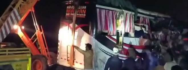 UP: 14 killed as bus collides with truck on Agra-Lucknow Expressway