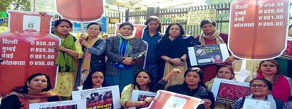 All India Mahila Congress 'dharna' against LPG price hike
