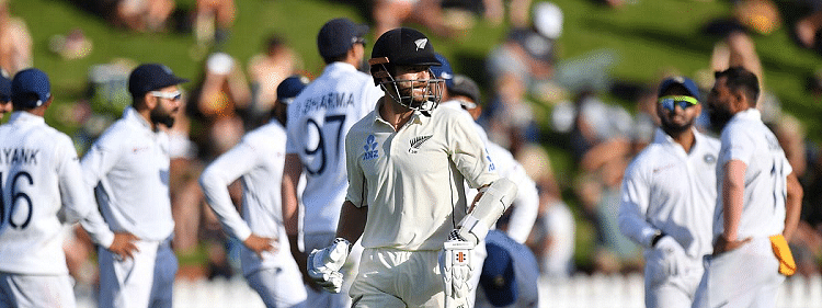 Williamson stars with 89, but Ishant leads India fightback