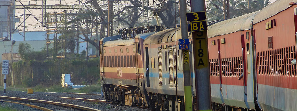 Jewellery worth Rs.18 lakh stolen from train passengers