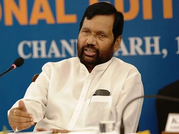 Minister meets Paswan, requests him to release Rs 4,000 cr arrears to AP