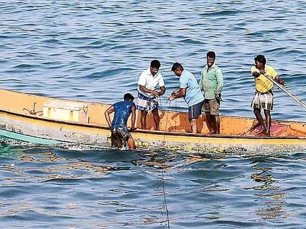 Indian Navy detains five Lankans for straying into Indian waters