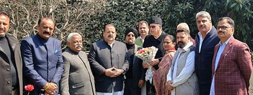 Jammu-based NC leaders meet Dr Farooq at Srinagar residence