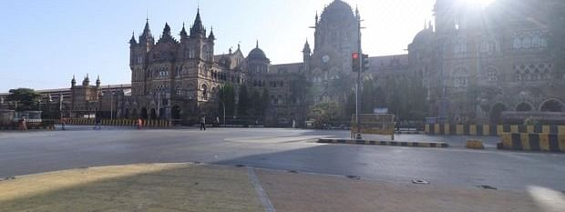 The deserted look of famous Mumbai road